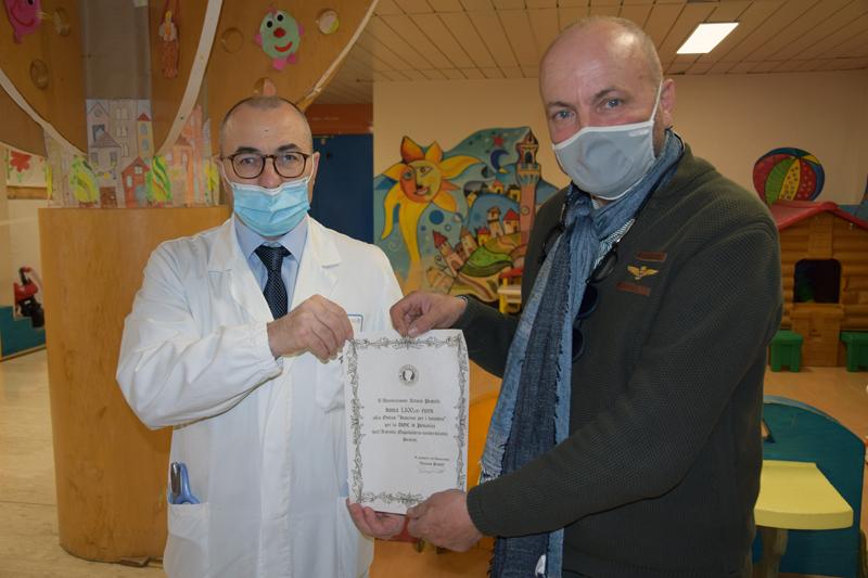 Siena: L'Associazione Arturo Pratelli dona 1100 euro all'Associazione Insieme per i Bambini Onlus per le esigenze di reparto dellaPediatria