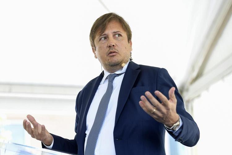 """Italia, Mascherine, Pierpaolo Sileri: """"Con 30 milioni di vaccinati stop all'obbligo di indossarla all'aperto"""""""