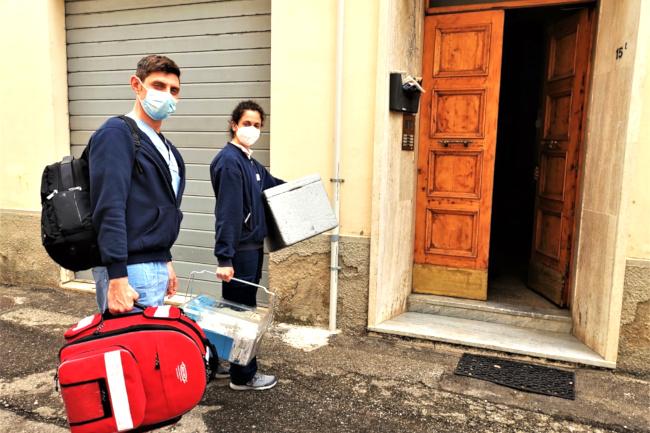 Toscana: Vaccini a domicilio per gli estremamente vulnerabili, iniziato il programma dell'Asl Toscana Sud Est per la seconda dose conModerna