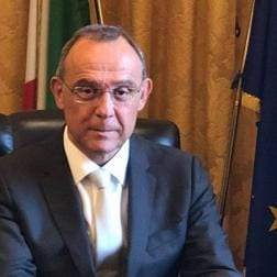 """Italia, Governo minacciato: """"Valuteremo se votare lafiducia"""""""