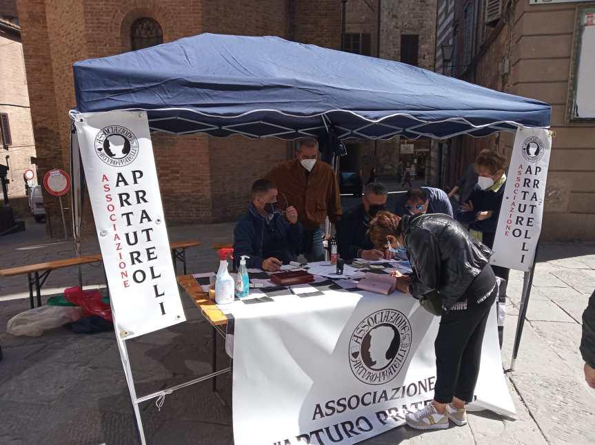 Siena, Acn Siena: Oggi 08/05 in Via Pianigiani l'Associazione Arturo pratelli è presente con il bancihino per iltesseramento