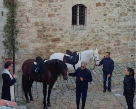 Provincia di Siena: Andrea Bocelli in viaggio lungo la Francigena fa tappa nei borghi delsenese