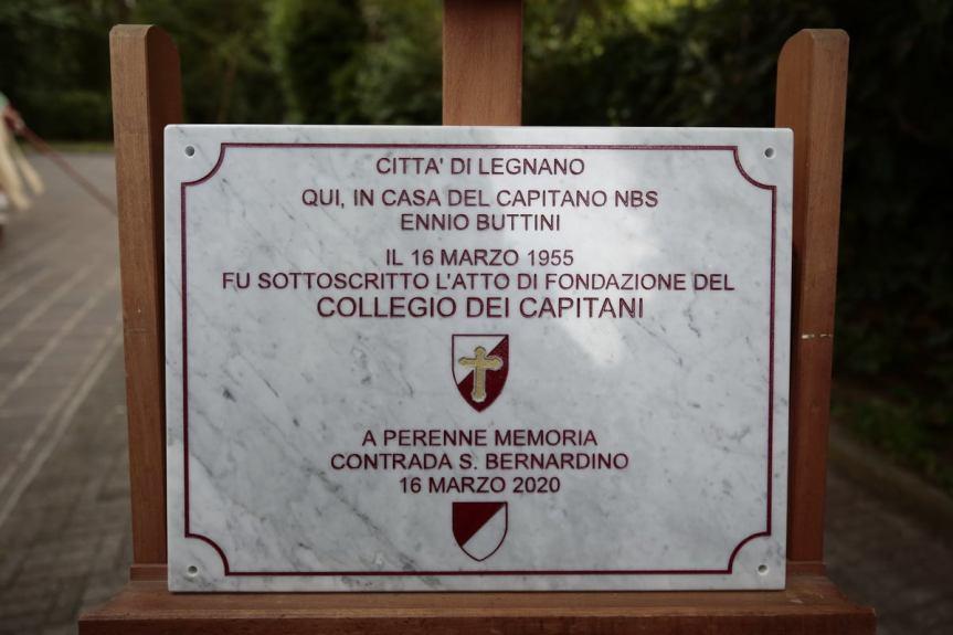 Palio di Legnano: Il Collegio dei capitani  posa una targa dedicata al capitano EnnioButtini