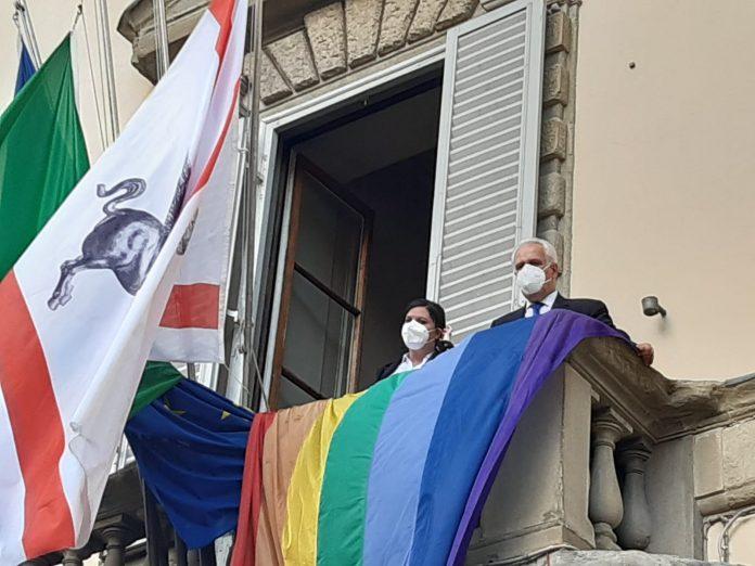 Toscana: Giornata contro omofobia, la bandiera arcobaleno a Palazzo StrozziSacrati