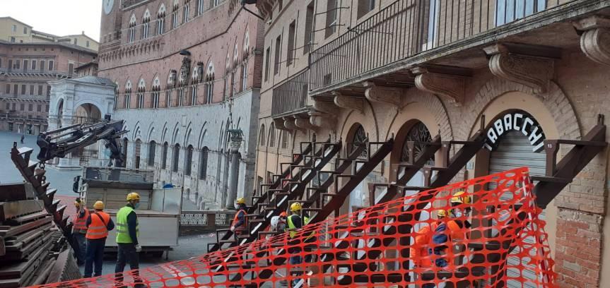 Palio di Siena: Oggi 13/05 in Piazza del Campo lavori straordinari al PalcoMocenni