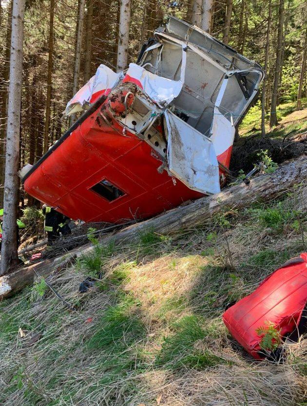 Italia: Oggi 23/05 Incidente funivia Mottarone,precipita cabina, 13 morti (anche bambini). «Tra le vittimeturisti»