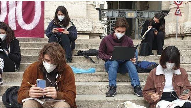 Italia: Quelle emozioni finite in lockdown. Una generazione di ragazzismarriti