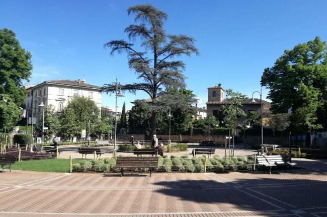 Provincia di Siena, Poggibonsi, piazza Matteotti più bella e più verde: Completati i lavori dimanutenzione