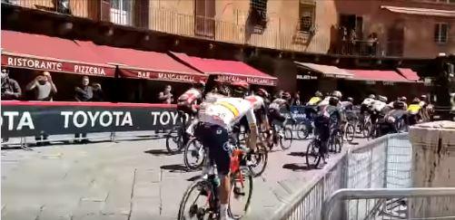 """Siena: Giro d'Italia, Siena è la tappa più """"virtuosa"""" come raccoltadifferenziata"""