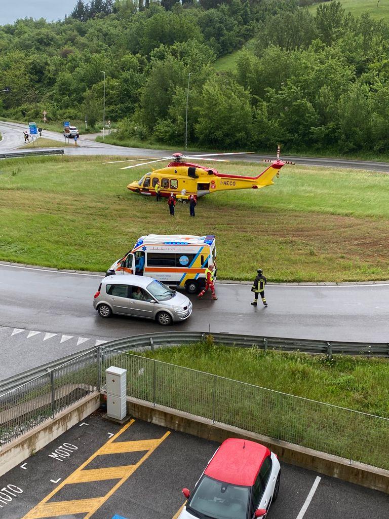 Siena: Maltempo, Pegaso costretto ad atterrare in unarotonda