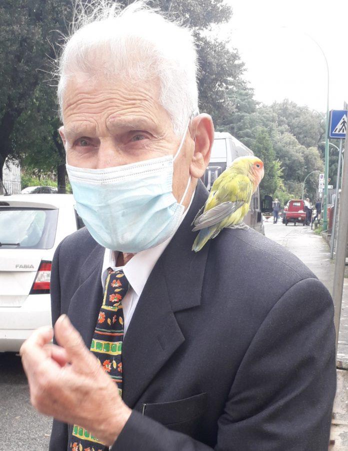 """A Siena """"come nelle favole"""": Benedetto e il suopappagallo"""