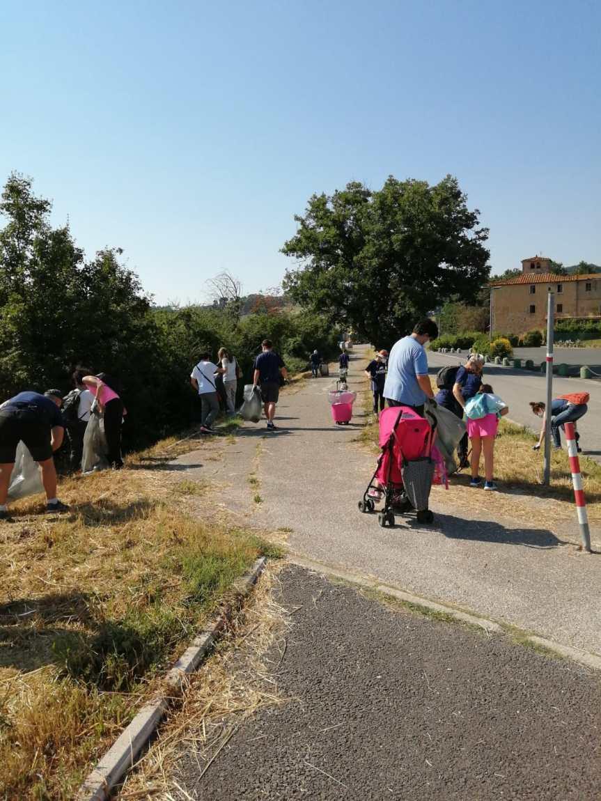 """Provincia di Siena: """"Plastic free"""", bambini e volontari raccolgono rifiuti a CastellinaScalo"""