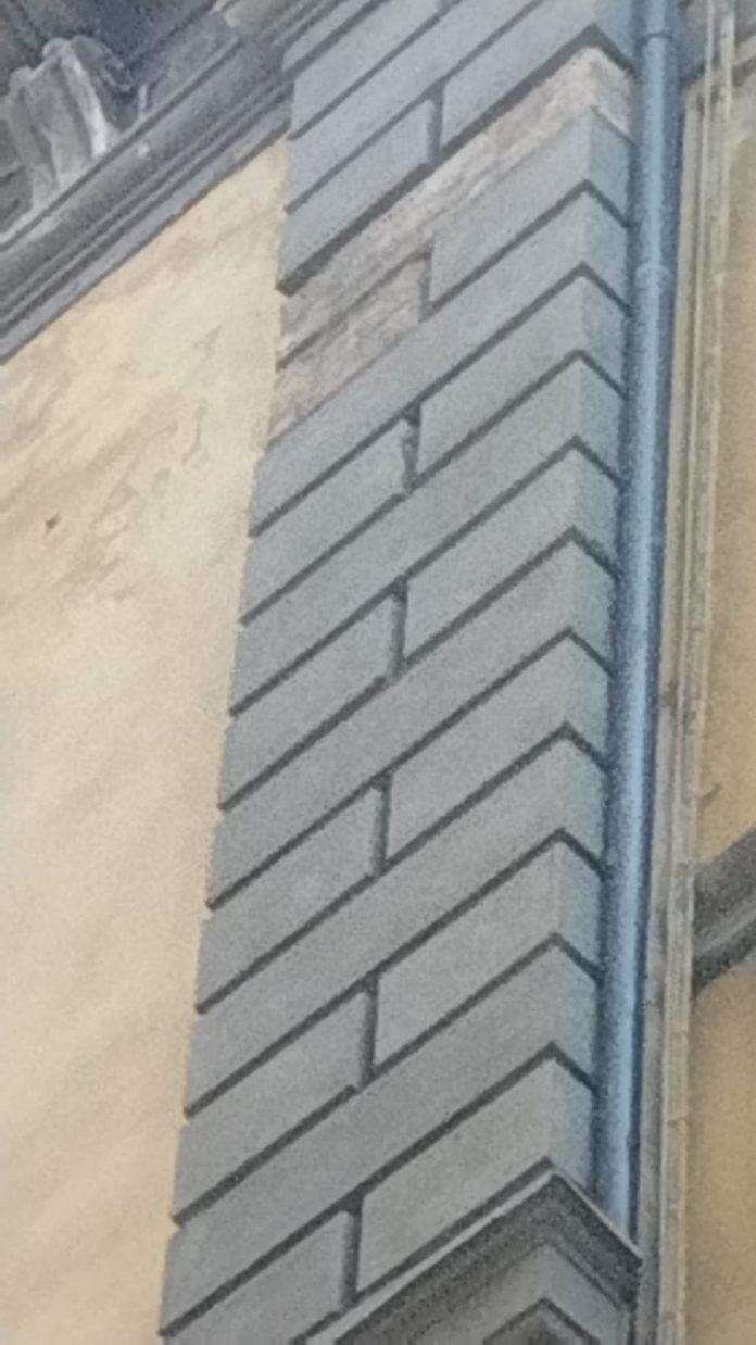 Siena: Cade pezzo di muro in Pantaneto, interviene la PoliziaMunicipale