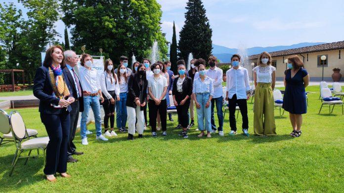 Provincia di Siena: Licei Poliziani, l'anno si chiude con due prestigiosi riconoscimenti da parte del Distretto Rotary2071