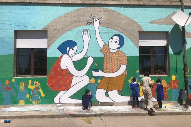 """Provincia di Siena: Un grande murales colorato alla scuola """"Dina Ferri"""" diRadicondoli"""