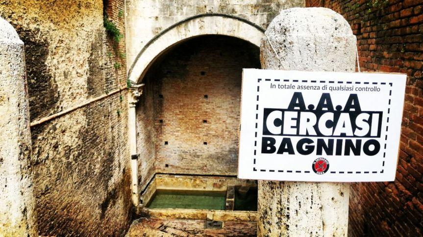 """Siena: """"AAA Cercasi Bagnino"""", gli ironici cartelli apparsi nei pressi delle fonticittadine"""