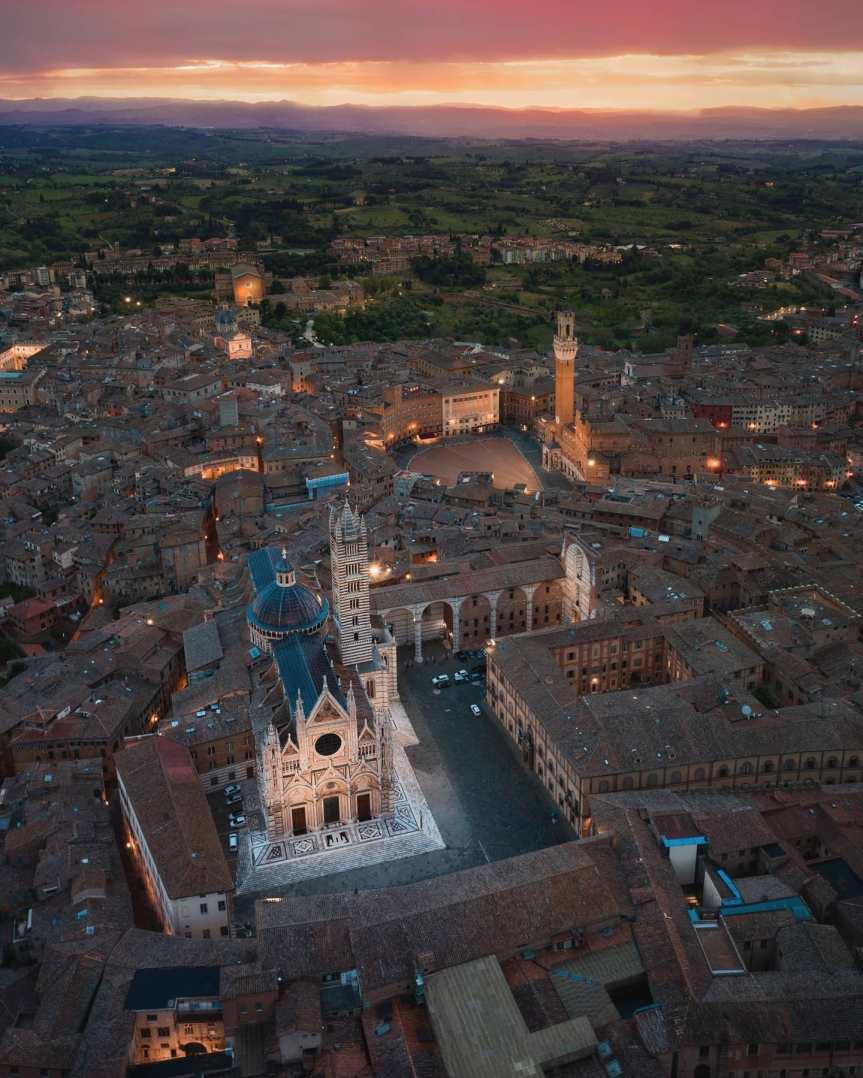Palio di Siena: Siena senza Palio. I riti e la memoria della cittàsospesa
