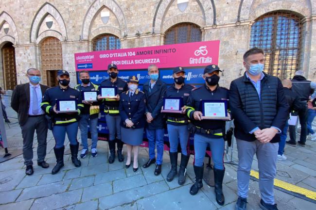 Siena, Polizia di Stato e Autostrade: Insieme al Giro d'Italia, premiati 4 agenti dellaPolstrada