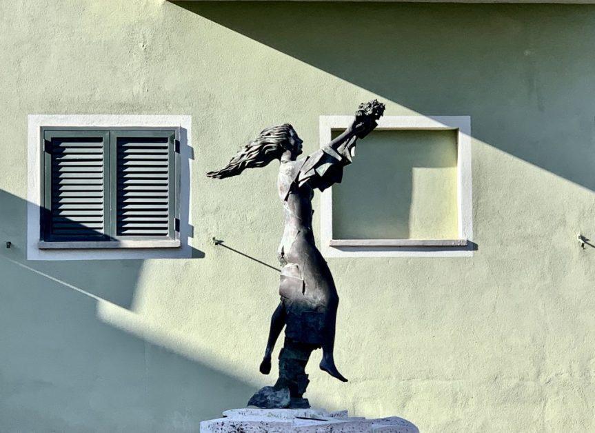 """Siena: La statua della poetessa di Radicondoli Dina Ferri arriva a Milano nell'ambito della mostra""""Scolpite"""""""