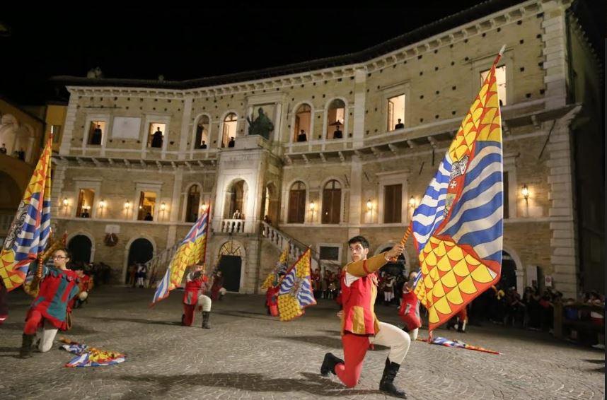 Cavalcata dell'Assunta Fermo: Spettacolare avvio della 40esima edizione, domani arriva l'atteso drappo a Porta SantaCaterina
