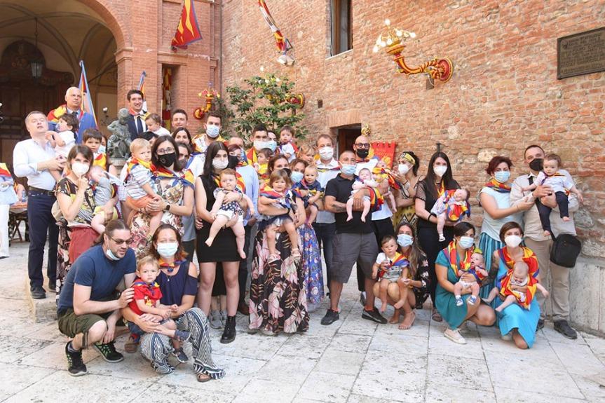 Siena: I battesimi nella contrada dellaChiocciola
