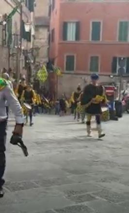 Siena: Oggi 11/07 ritornano i Giri di Onoronanze alle Consorelle, tocca alBruco
