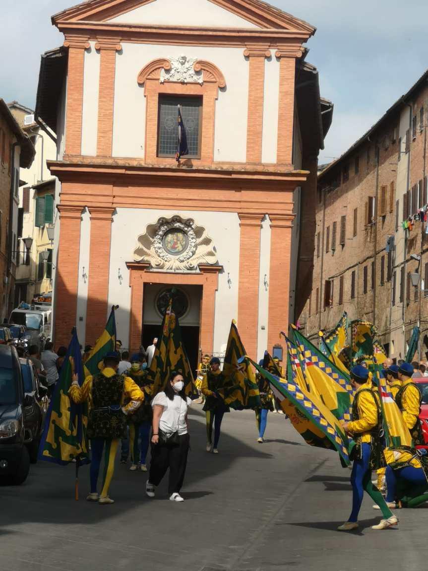 Siena: Il giro della Contrada delBruco