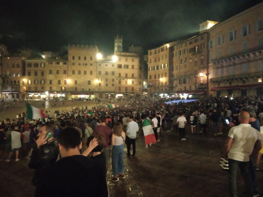 Italia: Oggi 11/07 festa tifosi Italia in Piazza delCampo