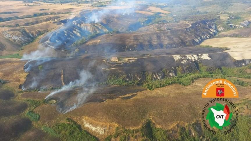 Provincia di Siena: Spento l'incendio nel comune di Asciano, bruciati 150 ettari diterreno
