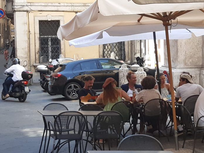 Siena: Jude Law a pranzo inPantaneto