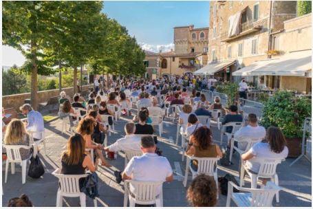 Provincia di Siena: La Terrazza di San Casciano dei Bagni ospita l'attore e regista Marco D'Amore e il Generale UmbertoRapetto