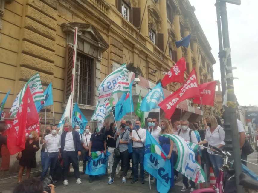 """Siena, Mps, i sindacati davanti al Mef: """"Qualunque soluzione venga paventata deve coinvolgere ilavoratori"""""""