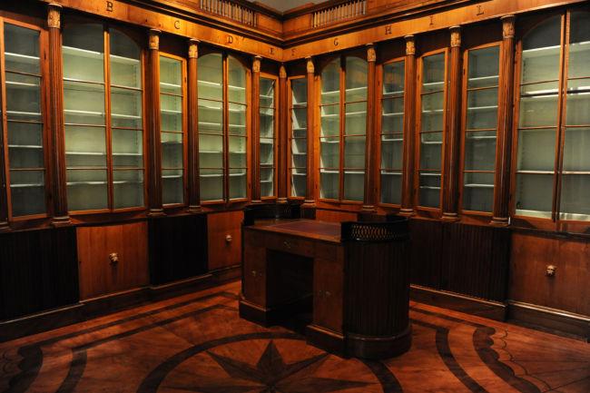 Siena: Biblioteca comunale degli Intronati, allestimento permanente della libreria progettata da Agostino Fantastici per lo studiolo di Giulio delTaja