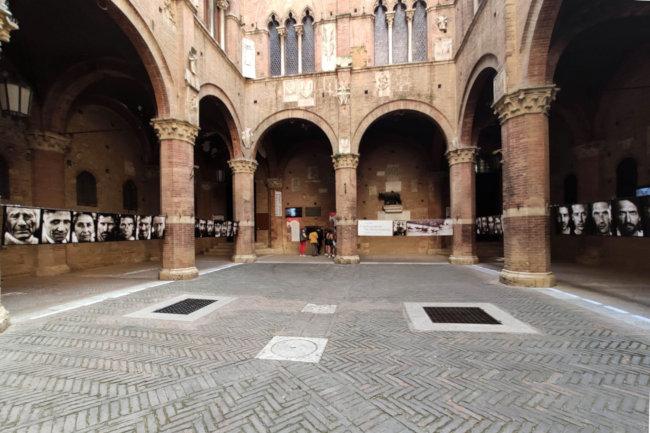 Palio di Siena: I «Trenta Assassini» di Marco Delogu nell'Entrone di PalazzoPubblico
