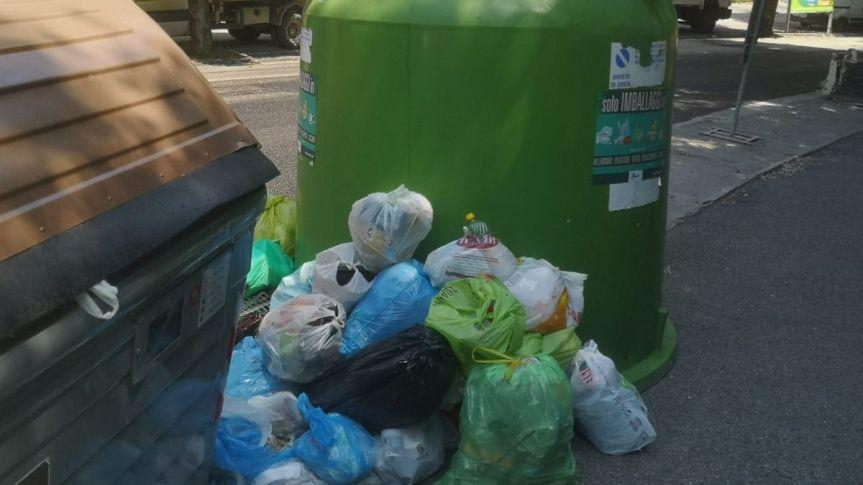 Siena: Lavori in corso e asfaltature, ma dimenticando irifiuti