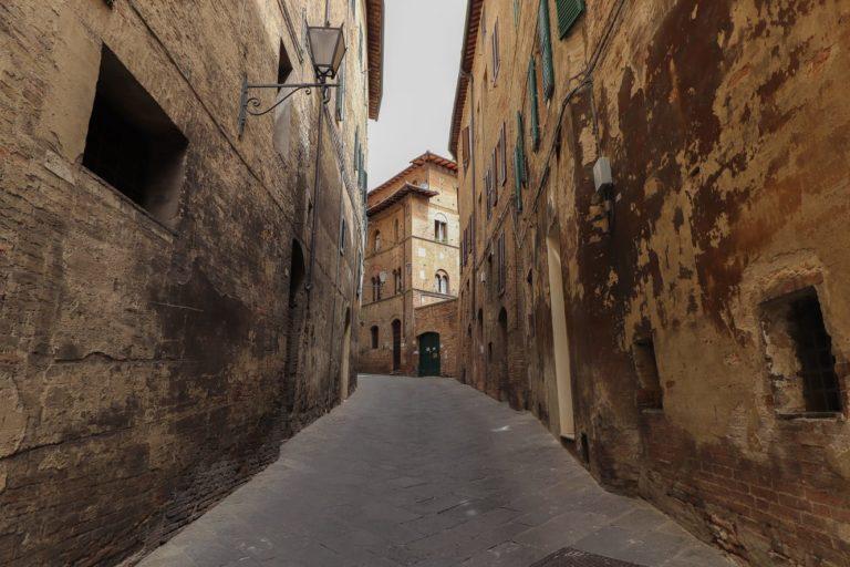 Siena, Nicoló, Duccio e il senso delle cose: Via del Refe nero, lo sguardo diFederigo