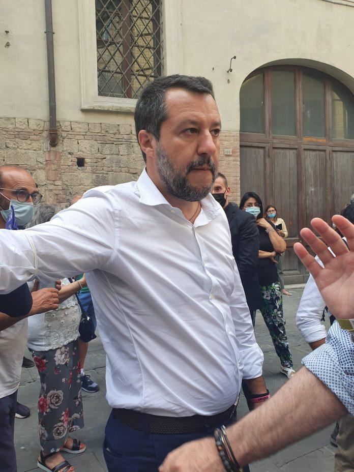 """Italia, Salvini dopo il vaccino attacca: """"Razzismo contro le discoteche"""""""