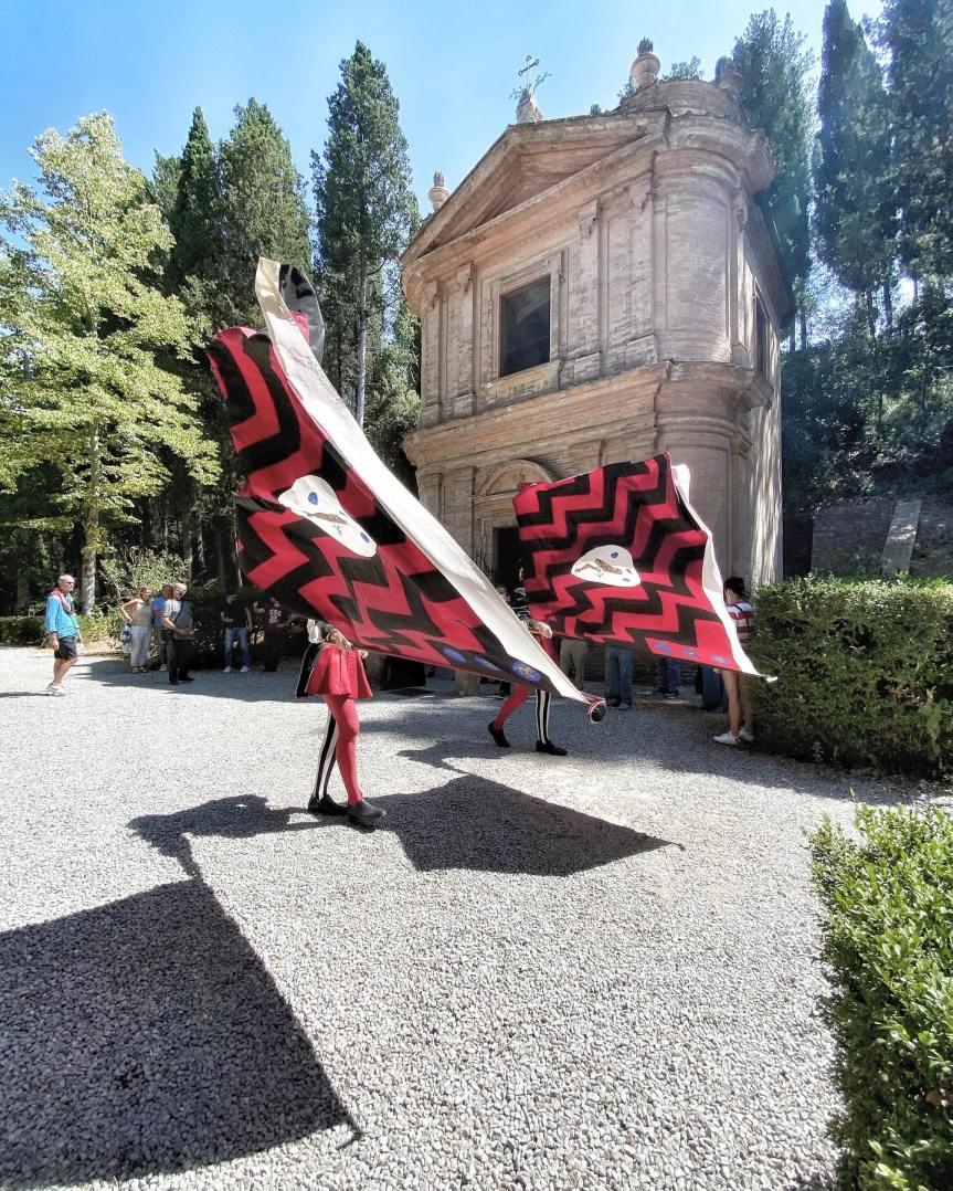 Siena, COntrada della Civetta: La Contrada ha partecipato alla Festa Liturgica in onore di San BernardoTolomei