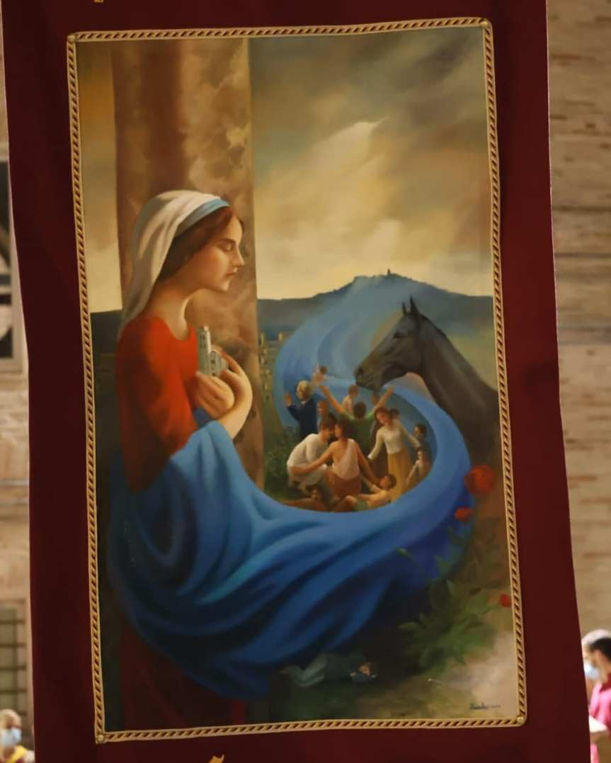 """Cavalcata dell'Assunta Fermo: """"… Et Palio sia!"""" Il drappo dipinto da Berdini arrivato Santa Caterina. Domani 11esimo Gallo d'Oro, si sfidano itamburini"""