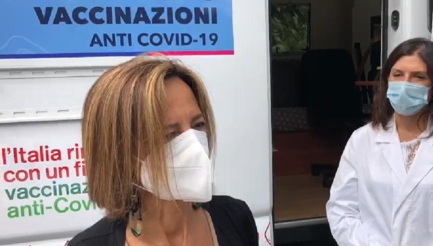 Siena: Primo giorno tra i banchi, battesimo per camper vaccinale per le scuole dell'Asl Toscana sudest