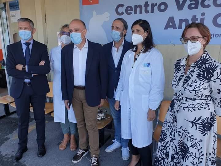 Siena, Battesimo per il centro di vaccinazione diffusa Asl Tse alle Scotte: 300dosi