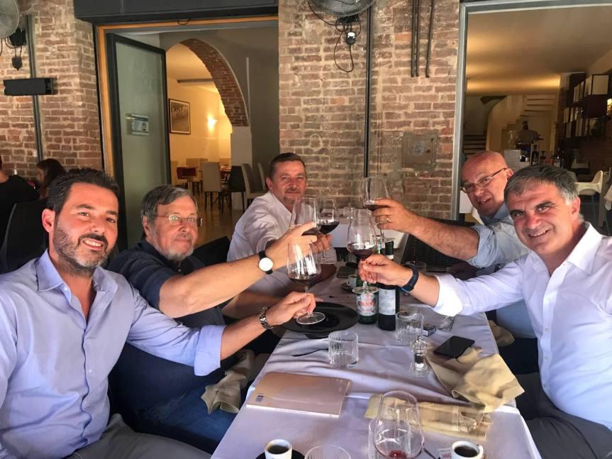 Siena, Acn Siena: Brindisi in Piazza del Campo con l'avvocato Carignani