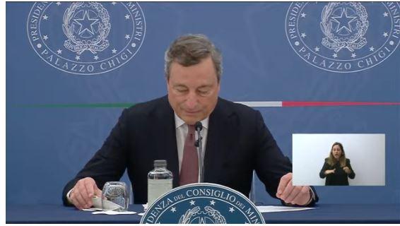 """Italia, Covid, Draghi: """"Verso obbligo vaccinale e terza dose. Il Green pass saràesteso"""""""