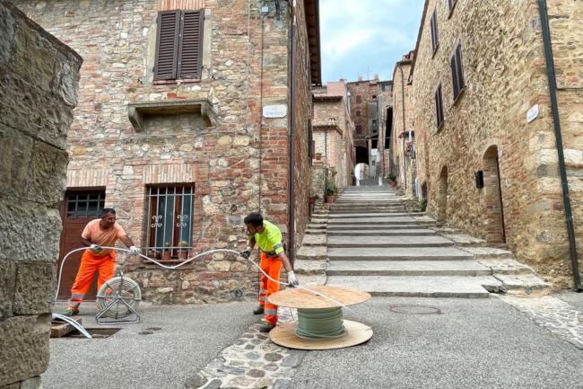 Provincia di Siena: Fibra, a Radicondoli in corso la stesura deicavi