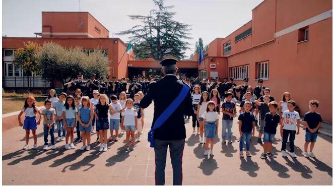 """Siena: """"Torneremo a scuola"""" con la polizia, ecco la canzone per festeggiare il rientro inclasse"""