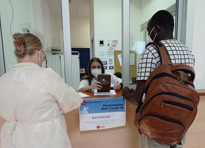 Siena, Successo per l'iniziativa dell'Asl Toscana sud est: Tanti stranieri alla seduta di vaccinazione alleScotte