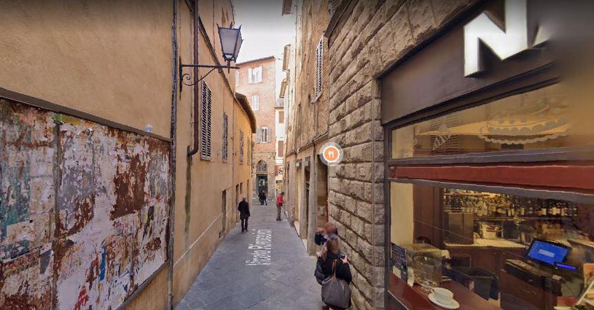 Siena: Vicolo Rinuccini utilizzato come discarica di rifiutiingombranti