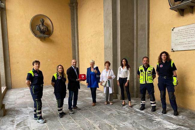 Siena: L'associazione Andrea Massari Onlus ha donato un defibrillatore al Gruppo TrekkingSenese