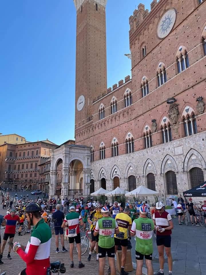 Siena: Eroica, in oltre settemila a pedalare sulle strade di Siena eprovincia