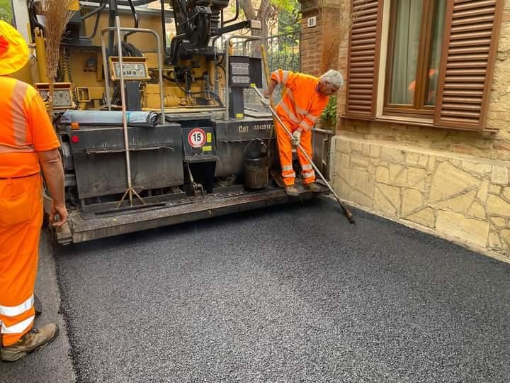 Siena: Oggi 11/10 nuova asfaltatura all'intersezione con Strada a Montecchio da Ginestreto a San Rocco aPilli